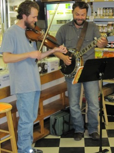 Live music by Nook & Cranny, jammin!
